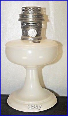 1932 33 Aladdin Venetian White Moonstone Kerosene Oil Table Lamp No Chimney