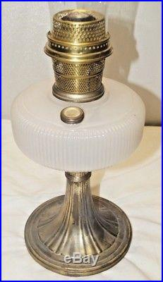 1938 Aladdin QUEEN Alacite Vertique Nickle Plate Base Kerosene Oil Table Lamp