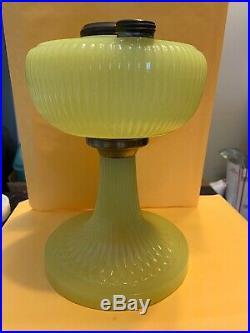 1938 Aladdin Vertique B-88 Yellow Moonstone Oil Lamp a003