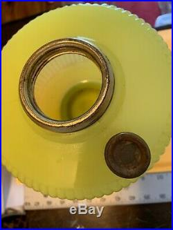1938 Aladdin Vertique B-88 Yellow Moonstone Oil Lamp a004