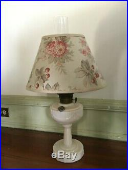 ANTIQUE ALADDIN ALACITE LINCOLN DRAPE OIL LAMP NU-TYPE MODEL B Matching Shade