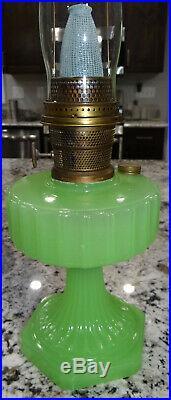 Aladdin Apple Green B-111 Moonstone Corinthian Kerosene Oil Lamp Glass Vtg NICE