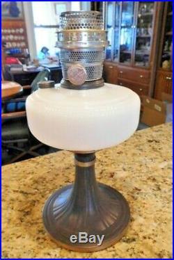 Aladdin QUEEN kerosene oil lamp w White Moonstone font