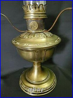 Antique Vintage Mantle Lamp Co. Aladdin Model No. 8 Satin Finish Brass Oil Lamp