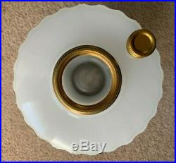 Awesome! Collector Quality! Aladdin White Moonstone B-110 Corinthian Glass Lamp