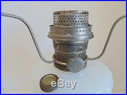 Black & White Moonstone Aladdin Corinthian Antique Oil Lamp B-124 Ca 1935