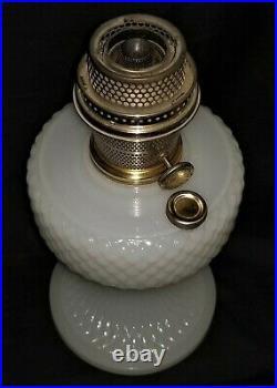 Kerosene LAMP, Aladdin, B85, white moonstone, quilted font & base, 1937, 9t