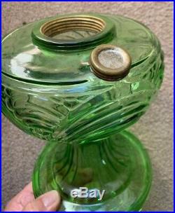 Look! Excellent! Aladdin Green Washington Drape B-40 Glass Lamp Font