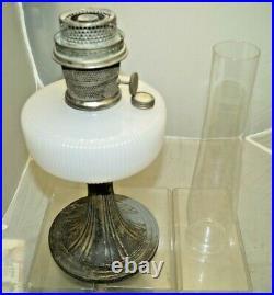 Vintage 1937 38 White Aladdin Queen Oil Kerosene Lamp With Aladdin Chimney