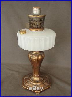 Vintage White Moonstone MAJESTIC Aladdin Kerosene Lamp Nu-Type B